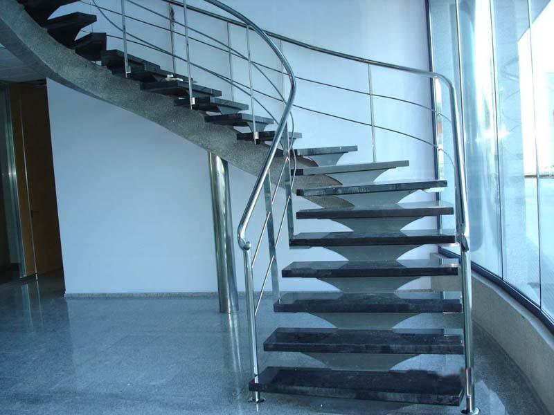 Escaleras met licas manyametal carpinteria de aluminio for Escaleras de interior precios