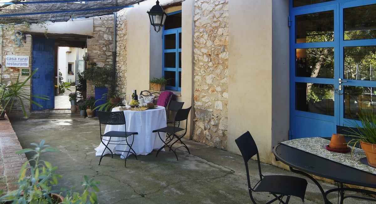 Terraza entrada casa rural y restaurante
