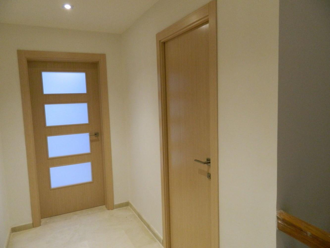 Puertas interiorismo valencia carpinteria algemes for Puertas de roble interior