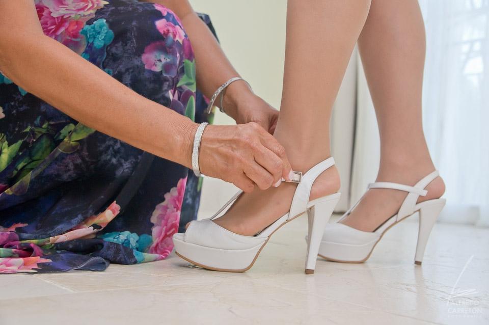 Los zapatos de la novia.
