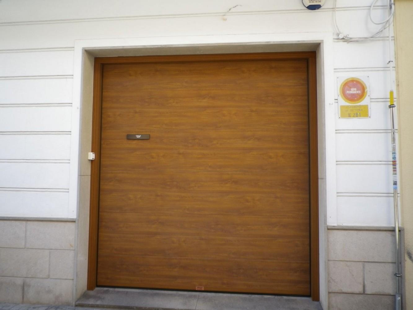 Puertas seccionales imitaci n madera portaloy puertas for Puertas interior valencia