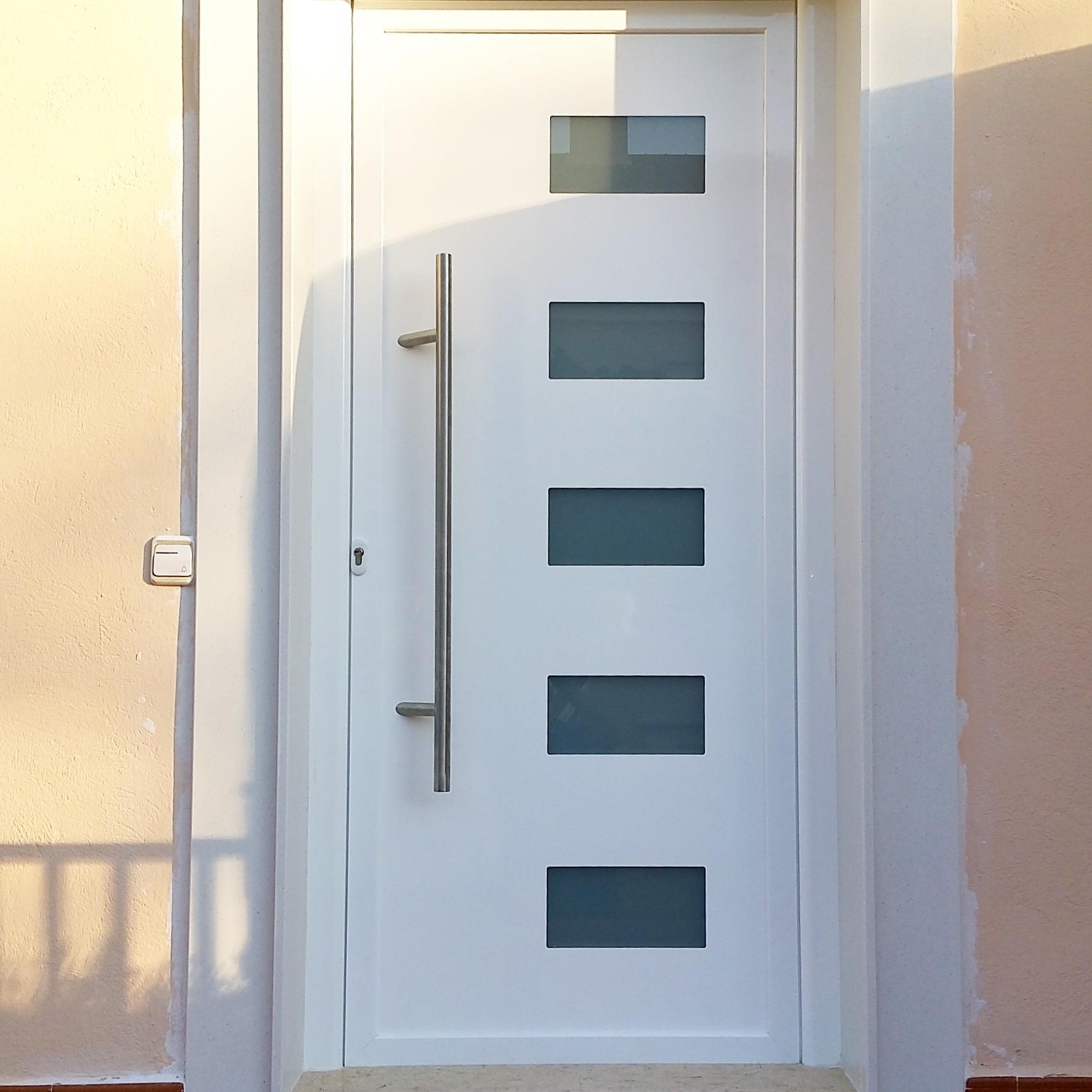 Puertas acceso vivienda alumida expertos en el for Puertas para vivienda