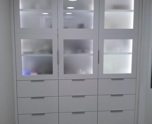 Iluminacion LED de los interiores de los muebles con sensor de movimiento