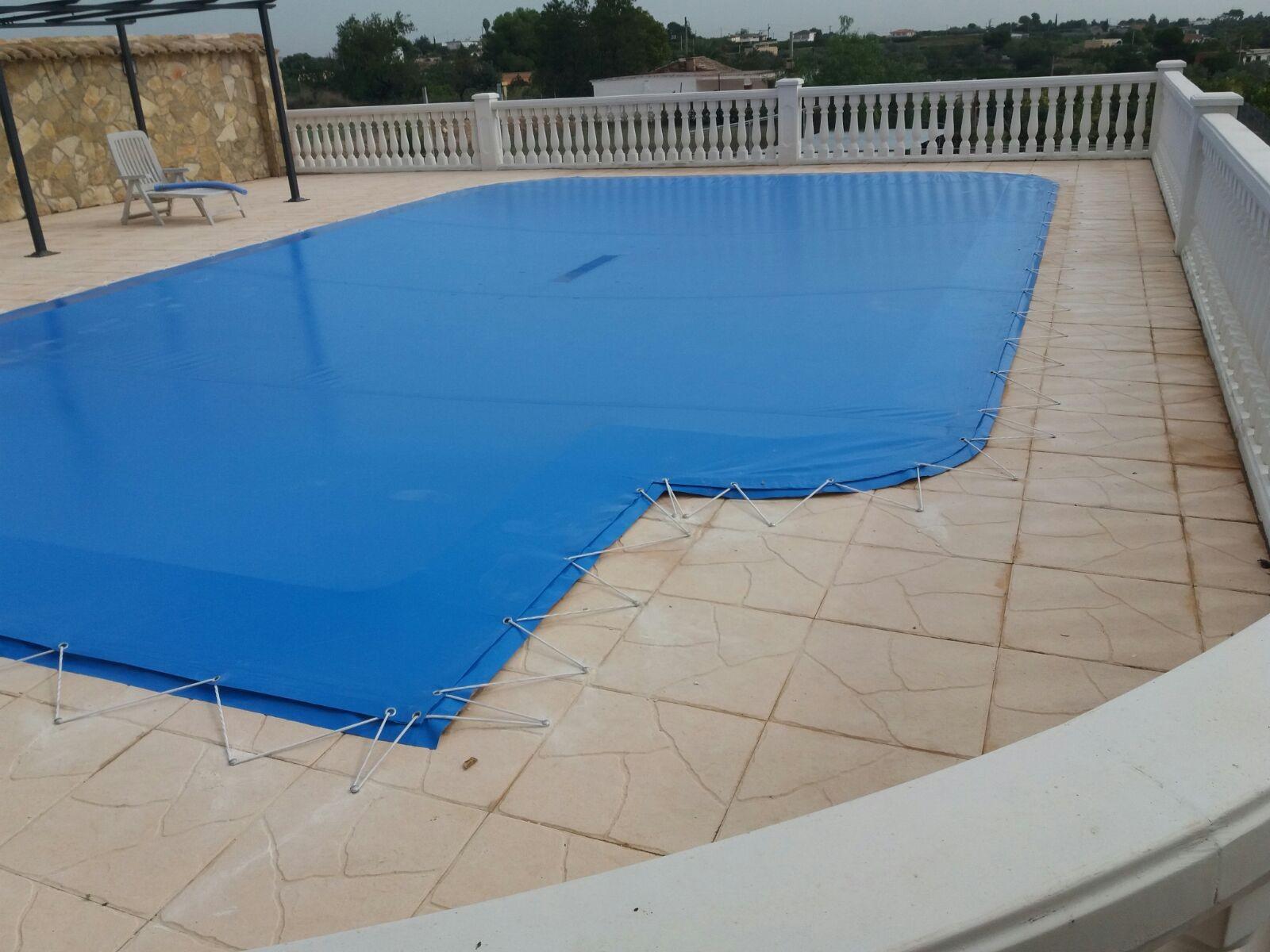 Cubre piscinas toldos a lopez valencia toldos for Carpas para piscinas