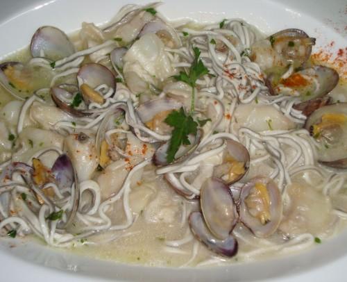 Cocochas de bacalao con almejas y gulas