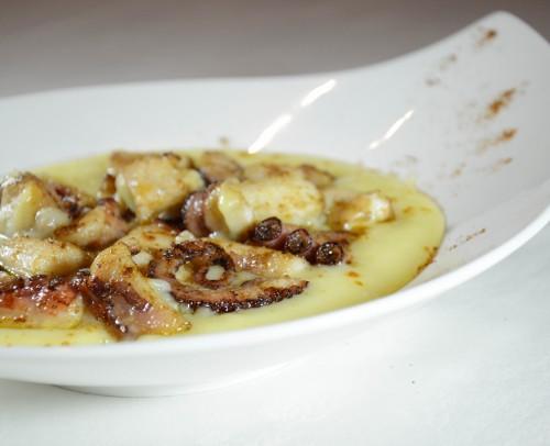 Pulpo braseado con parmentier de patata y aceite de oliva