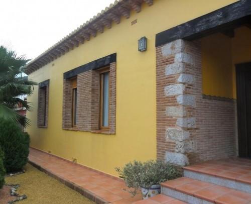 BARRETA DE TERRACOTA MANUAL 4'5X25X2 CM. MACIZO DE TERRACOTA MANUAL DE 12X25X2'2 CM. RIBETE REF. FG 13.