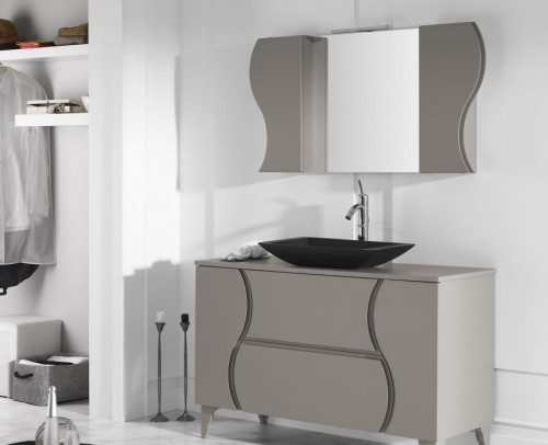 Espejo, lavabo y mueble de baño