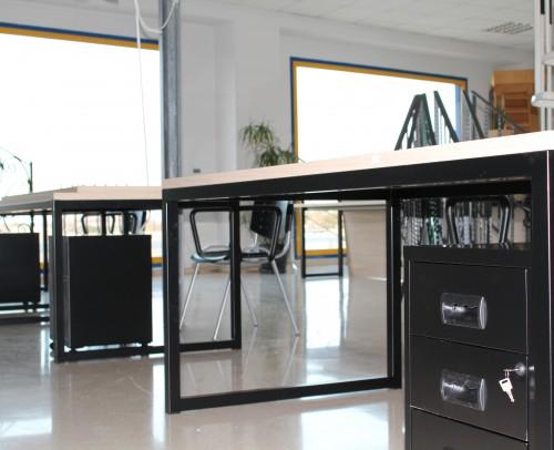 Mesa oficina hierro negro con sobre madera