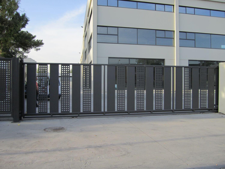 Edificio dinamica san fernando de henares madrid empresa de carpinteria metalica noumetall - Piscina san fernando de henares ...
